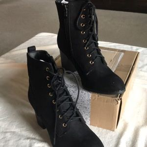 JOURNEE COLLECTION BLACK FAUX SUEDE SIZE 8